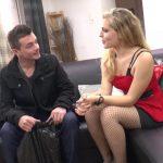 Femme avaleuse de foutre dans un casting sexe