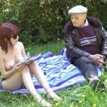 entre lisa et papy cest partie de baise dans les herbes folles 150x150 - Une femme nymphomane passe son casting sexe