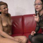 Une étudiante pratique du sexe anal en privé